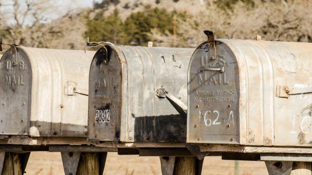 郵便ポストが並んでいる写真