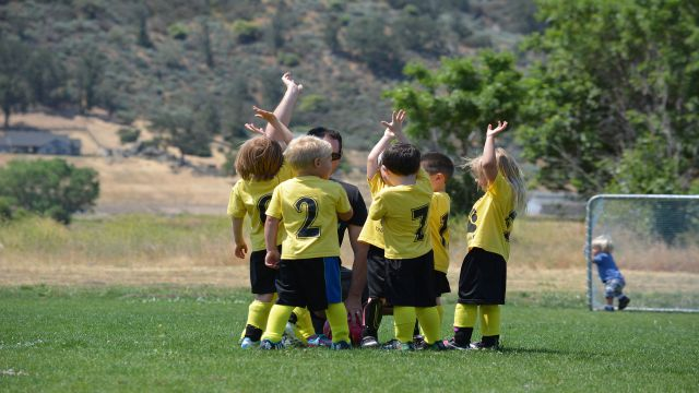 サッカーが上手くなりたくてピッチに集まった子どもたち