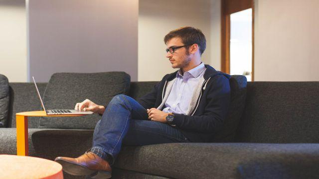 職場で孤立しておりコミュニケーションが少ない状態の社員