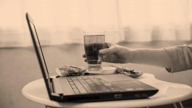 オンライン飲み会には別のオンラインの予定で断るのも一手
