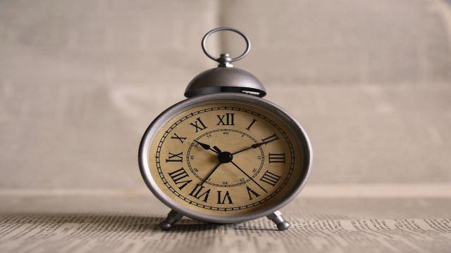 時制を表す時計のイラスト