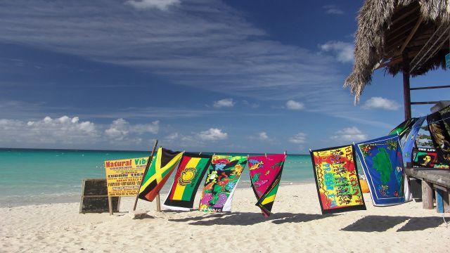 講師が住むジャマイカのビーチ