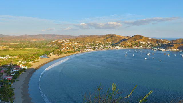 講師が住むニカラグアの海と街