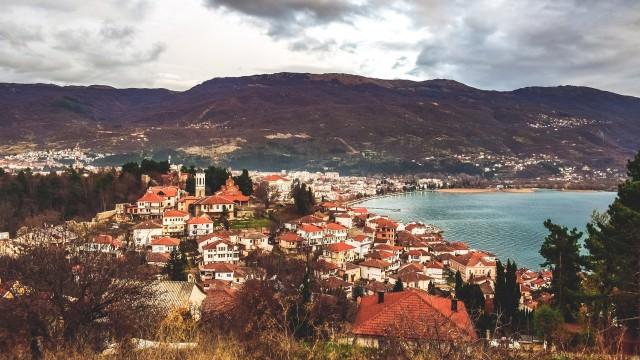 講師が住む北マケドニアの有名な観光地Ohrid湖