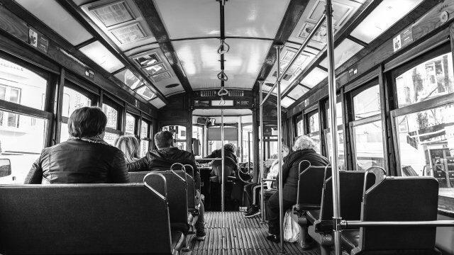 海外の街の景色(バスの中)
