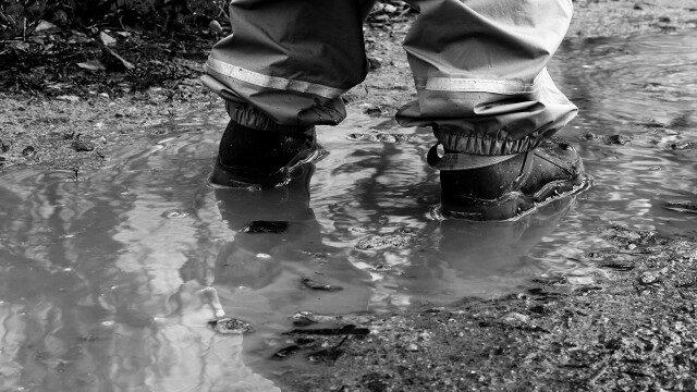濁った泥水